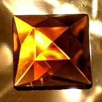Picture of J80 18mm Amber square