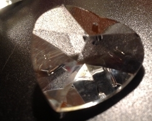 Picture of P22H  28mm crystal heart with mount hole center top